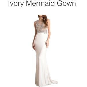 Ivory Mermaid Gown, Size: 8